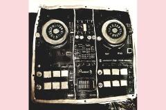 4-DJ-desk